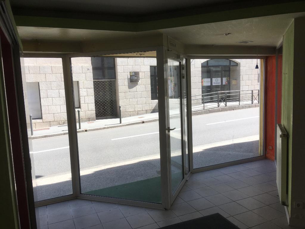 A louer un local commercial  de 60 m² très bonne visibilité 29 000 Quimper