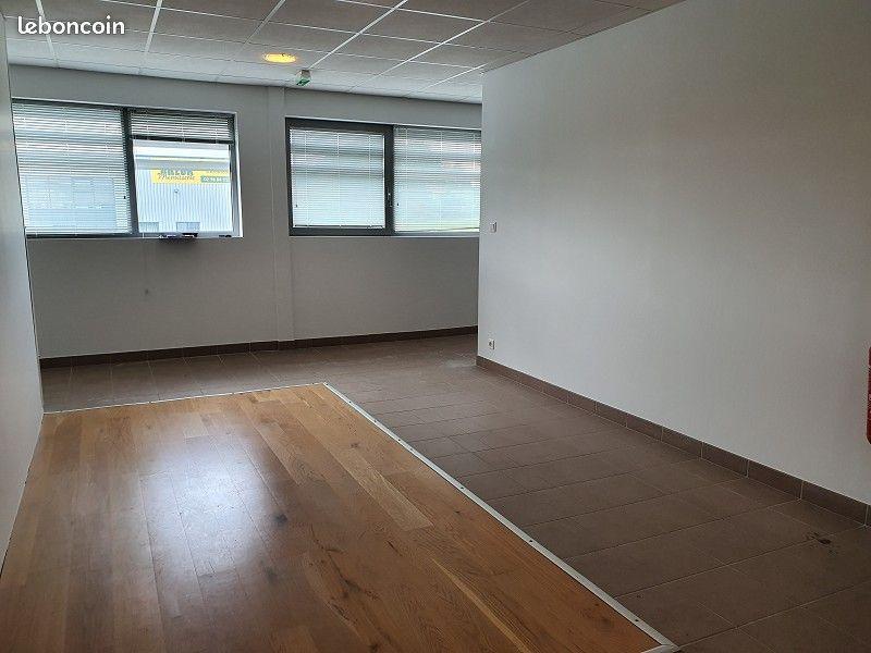 FINISTÈRE NORD - BRETAGNE - SAINT RENAN / BREST A LOUER BUREAUX de 63 M²