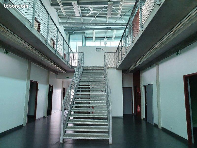 FINISTÈRE NORD - BRETAGNE - BREST A louer un bâtiment de 542 M² dans la zone du Technopole de Brest