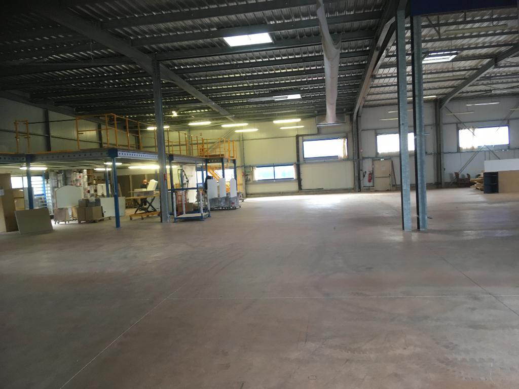 A Louer un local d'atelier/stockage de 550 m²  29 000 Quimper
