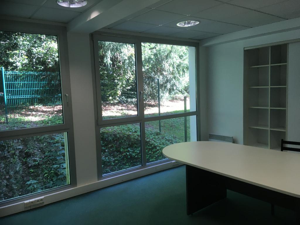 A louer bureau de 137 m² sur deux niveaux ,situé au centre d'affaires de Keradennec 29 000 Quimper