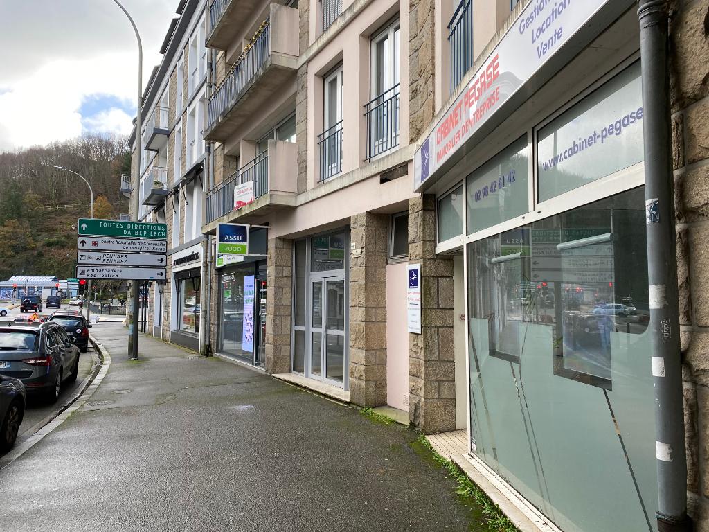 A louer un local de bureau de 70 m², avec vitrine sur rue, excellente visibilité, centre ville de 29 000 Quimper
