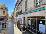 À louer un local d'activité commerciale ou tertiaire de 103 m² en RDC et 52 m² en sous sol, emplacement N°1, centre ville Quimper (29 000). 3/15