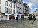 À louer un local d'activité commerciale ou tertiaire de 103 m² en RDC et 52 m² en sous sol, emplacement N°1, centre ville Quimper (29 000). 5/15