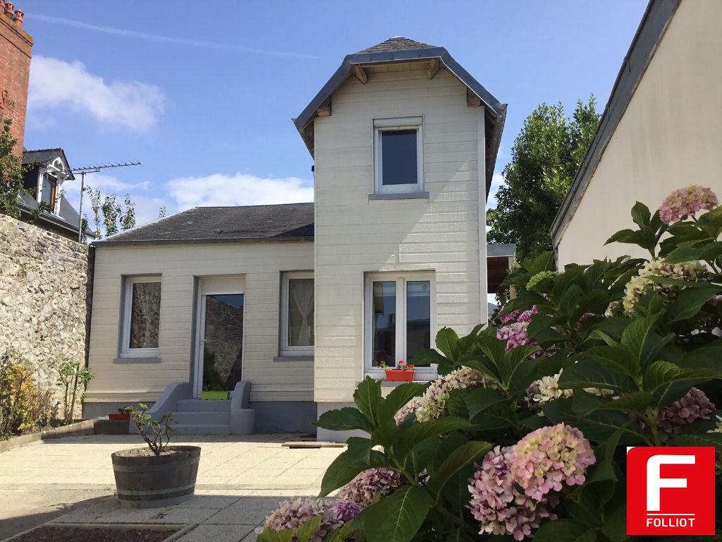 Maison Donville Les Bains 5 pièce(s) + deux studios indépendants 50350  A VENDRE