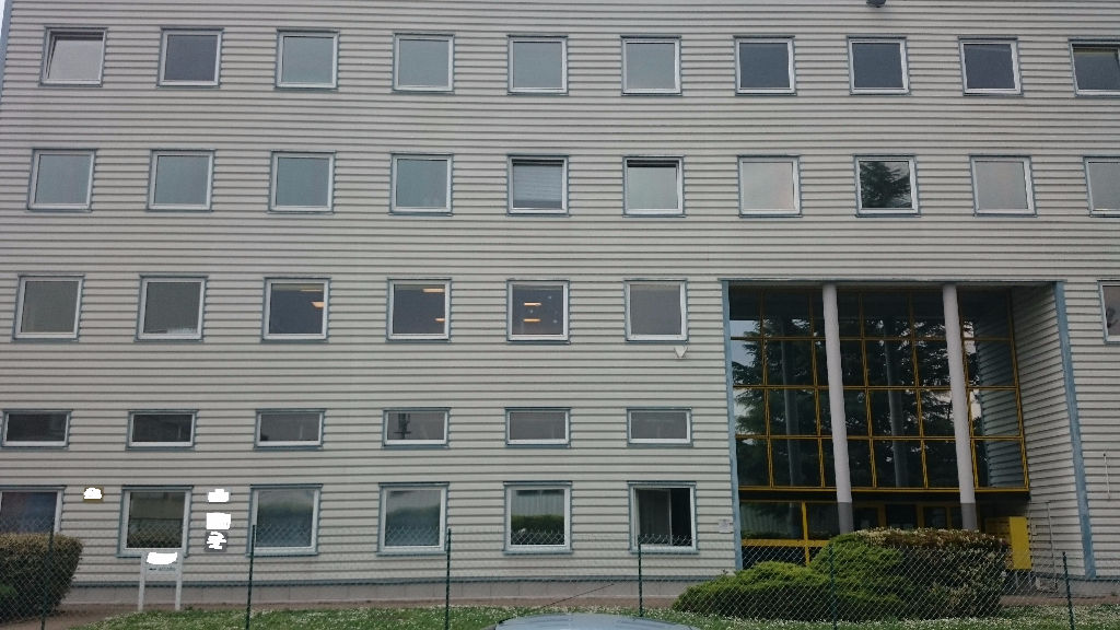 IMMOBILIERE PACQUET vous propose à la location des bureaux sur Plaisir Gare. 55 M² de bureaux avec 1 parking. Loyer mensuel: 550 euros HT et HC