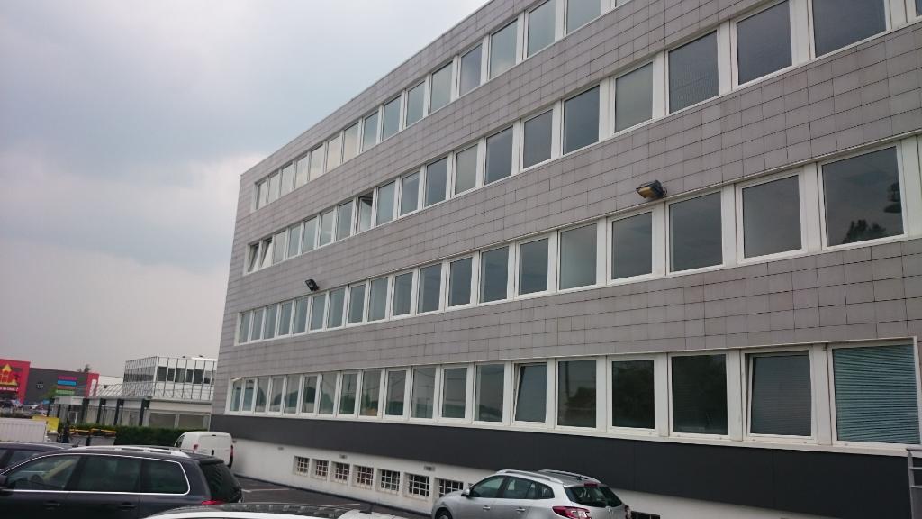 IMMOBILIERE PACQUET vous propose sur Plaisir gare des bureaux de 107 M². Loyer mensuel : 2 275 euros HT et HC