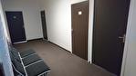 IMMOBILIERE PACQUET vous propose à la location des bureaux de 27 M² sur Plaisir proximité Gare. Fibre optique dans l'immeuble. Loyer mensuel 300 euros HT et HC.