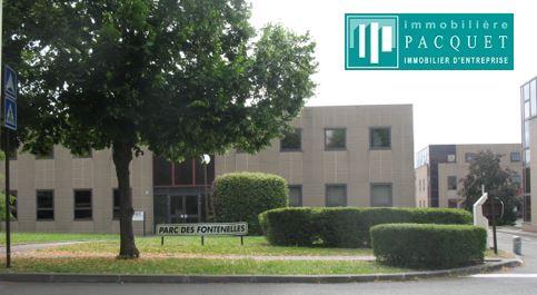 Bailly. Entre Versailles et Saint Germain en Laye. A louer Bureau ou local professionnel de 14 M² dans Parc d'Affaires des Fontenelles. Loyer mensuel: 340 euros HT et HC.