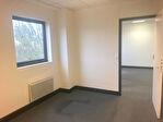 IMMOBILIERE PACQUET vous propose à la location sur Bailly, entre Versailles et Saint Germain en Laye , bureaux ou locaux professionnels de 38 M² dans Parc d'Affaires proche axes A12 et A13. Loyer trimestriel : 1 600 euros HT et HC.