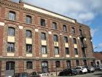 IMMOBILIERE PACQUET vous propose à la location des bureaux de 53 M² sur Plaisir proximité Gare. Fibre optique dans l'immeuble. Loyer mensuel 590 euros HT et HC.