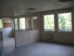 IMMOBILIERE PACQUET vous propose à la location des bureaux de 249 M² sur Saint Nom La Bretèche dans Parc d'Affaires entre Versailles et Saint Germain en Laye. Loyer trimestriel: 7 470 euros HT et HC