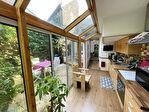 Maison de ville avec jardinet, garage