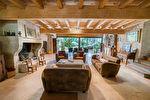 Sur plus de 4 hectares un hameau entier de 4 maisons en pierre restaurées 2/17