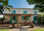 Sur plus de 4 hectares un hameau entier de 4 maisons en pierre restaurées 3/17