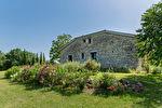 Sur plus de 4 hectares un hameau entier de 4 maisons en pierre restaurées 5/17