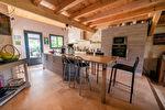Sur plus de 4 hectares un hameau entier de 4 maisons en pierre restaurées 9/17