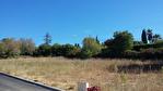 LORGUES beau terrain plat de 1200 m2 proche du village. 3/4