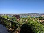 AIGUINES, au pied du lac de st croix superbe villa sur 4200 m2. 10/12