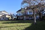 CORREZE.  Ville de Corrèze.  Maison en pierre avec une vue magnifique, 6 chambres (ou 4 et un appartement séparé). Grand garage et atelier. Jardins de 1,256m2 1/18