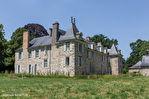 ILLE ET VILLAINE. Proche RENNES. Château avec dépendances, douves et 4,5 hectares 2/18