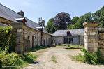 ILLE ET VILLAINE. Proche RENNES. Château avec dépendances, douves et 4,5 hectares 16/18