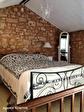 Lot, proche de  Puy l'Évêque,  Une jolie maison de village de 3 chambres, une grange attenante et un Gite séparé de 1 lit. 16/18