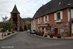 DORDOGNE.  Villac.  Grande maison à vendre sur la place de l'église  dans le  beau village en pierre rouge  de Villac 2/18
