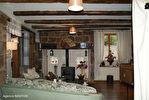 DORDOGNE.  Villac.  Grande maison à vendre sur la place de l'église  dans le  beau village en pierre rouge  de Villac 5/18