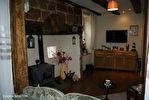 DORDOGNE.  Villac.  Grande maison à vendre sur la place de l'église  dans le  beau village en pierre rouge  de Villac 6/18