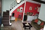 DORDOGNE.  Villac.  Grande maison à vendre sur la place de l'église  dans le  beau village en pierre rouge  de Villac 15/18