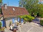 LOT.  Cavagnac.  Magnifique maison en pierre avec 3 chambres, 3 gites spacieux en pierre, grange et piscine. 4/18