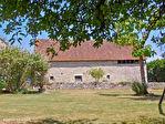 LOT.  Cavagnac.  Magnifique maison en pierre avec 3 chambres, 3 gites spacieux en pierre, grange et piscine. 6/18