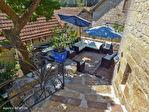 LOT.  Cavagnac.  Magnifique maison en pierre avec 3 chambres, 3 gites spacieux en pierre, grange et piscine. 12/18