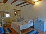 LOT.  Cavagnac.  Magnifique maison en pierre avec 3 chambres, 3 gites spacieux en pierre, grange et piscine. 14/18