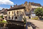 Correze. Segur-le-Château. Maison en pierre datant de 1911 sur le bord de la rivière Auvezere. 1/18