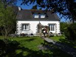 COTES D'ARMOR, Proche CALLAC, Maison néo-bretonne dans un endroit très recherché, à quelques pas des commerces. 1/18