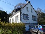 COTES D'ARMOR, Proche CALLAC, Maison néo-bretonne dans un endroit très recherché, à quelques pas des commerces. 4/18