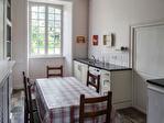 HAUTE-VIENNE (87).  SAINT-YRIEIX-LA-PERCHE.  Superbe maison de ville de cinq chambres avec jardin privé et potentiel d'un revenu 8/15