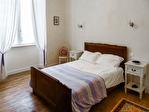 HAUTE-VIENNE (87).  SAINT-YRIEIX-LA-PERCHE.  Superbe maison de ville de cinq chambres avec jardin privé et potentiel d'un revenu 10/15