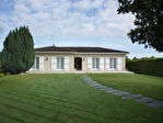 Située aux portes de Cognac dans un paysage de vignes, superbe plain-pied en excellent état comprenant : 3/18