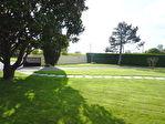 Située aux portes de Cognac dans un paysage de vignes, superbe plain-pied en excellent état comprenant : 16/18