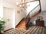 Superbe hôtel particulier du XVIII éme rénové avec authenticité, ayant appartenu au 18è à une famille de négociants réputée, niché au coeur de la  ville dans un cadre superbe, au calme 5/18
