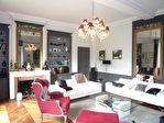Superbe hôtel particulier du XVIII éme rénové avec authenticité, ayant appartenu au 18è à une famille de négociants réputée, niché au coeur de la  ville dans un cadre superbe, au calme 6/18