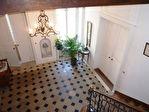 Superbe hôtel particulier du XVIII éme rénové avec authenticité, ayant appartenu au 18è à une famille de négociants réputée, niché au coeur de la  ville dans un cadre superbe, au calme 12/18