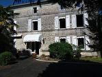 Maison charentaise à moderniser, située dans un parc proche de Jarnac 1/18