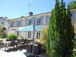 Située aux portes de Cognac, dans un superbe environnement boisé, maison charentaise en très bon état 11/12