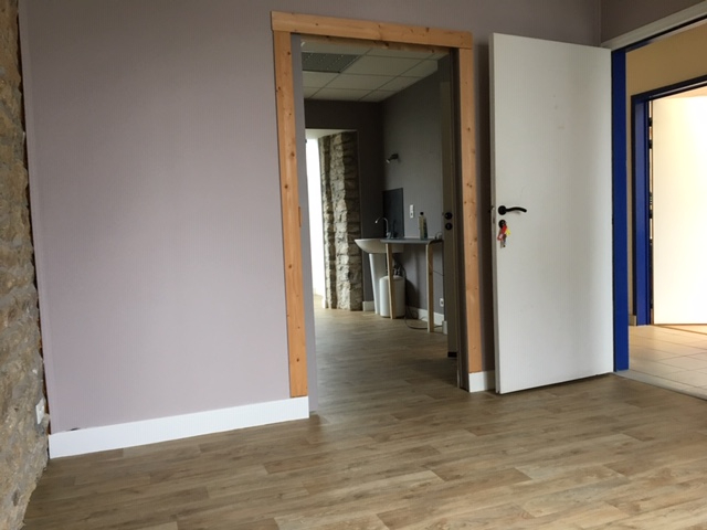 LOCAL PROFESSIONNEL  BADEN - 27 m2