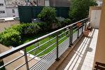 15è  Beau 4 p en étage avec 2 chambres, un grand balcon et parking 1/13