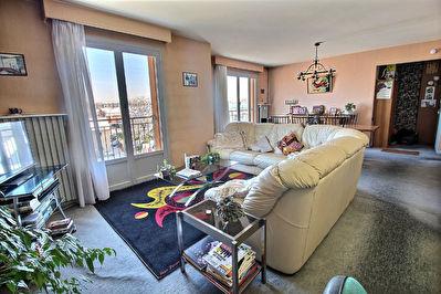 TINQUEUX : Appartement T5 avec balcon - Vue degagee